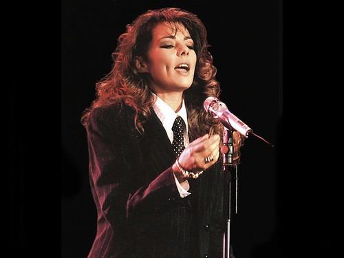 sandra singing
