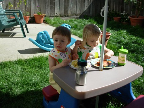 Acacia and Ava eating lunch