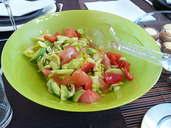 Ensalada de tomate y aguacate (JaulaDeArdilla) Tags: food vegetables fruit tomato cuisine avocado salad comida fruta gastronomia 2008 tomate ensalada menjar gastronomy aguacate gastronoma tomaquet amanida