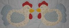 Mini caminho de mesa de galinhas -  05-10-07 (Kiki Marinho) Tags: patchwork galinhas trilho tablerunner caminhodemesa
