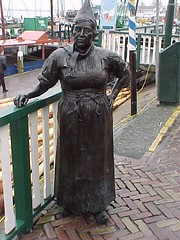 2001-041636 (bubbahop) Tags: 2001 holland netherlands statue volendam europetrip8