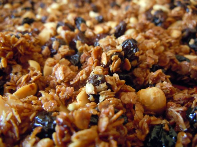 maple nut, oat & flax granola