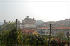 ancora il castello (manuz73) Tags: nikon piemonte cielo cuneo autunno palo castello vite barolo legno ottobre vigna d40 visitpiedmont rocchecastelli rocchefariecastellicastleslighthosesbelltowers