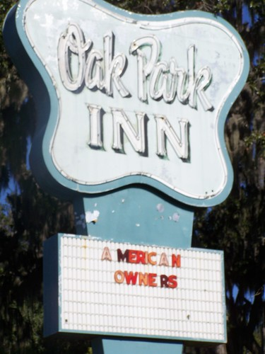 Oak Park Inn: American Owners