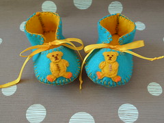 teal and gold handmade baby booties with cute teddy bear motifs-hand stitched (Funky Shapes) Tags: uk baby animals gold oso shoes handmade turquoise teal felt zapatos gift teddybear kawaii animales etsy feltro toddlers slippers booties babyshower wholesale botas botitas customorder childrenkids apliquee