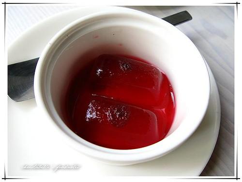 貳拾陸巷咖啡附的玫瑰荔枝果凍