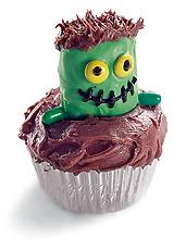 frankenstein cupcake by juliesicing.