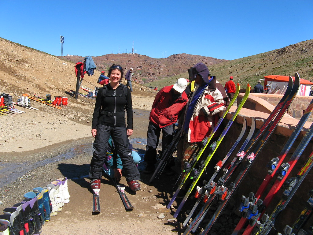renting skiing equipment, moroccan style!
