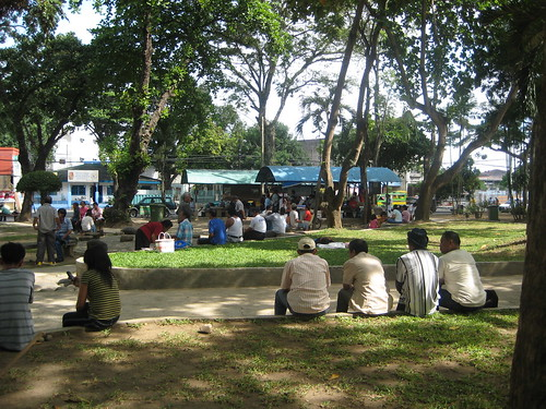 davao street scene people relaxing park Pinoy Filipino Pilipino Buhay  people pictures photos life Philippinen  菲律宾  菲律賓  필리핀(공화국) Philippines