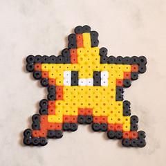 ESTRELLA MARIO hama beads (Garumiru) Tags: mario llaveros hamabeads