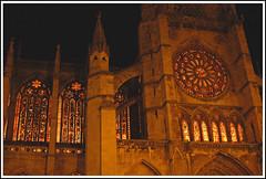 Catedral de Len-cristaleras (Luis M) Tags: arquitectura cristaleras gothicart catedraldelen artgothique artegtico leonespaaspain