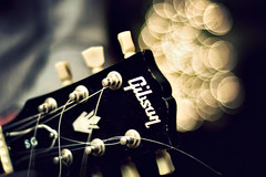 Guitar Bokeh (Kim Smith-Miller) Tags: vacation holiday neck bokeh guitar christmastree nikond50 strings nikkor50mmf18 gibson bighouse redding 2007