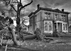 Storm Aftermath (StuffEyeSee) Tags: bw museum canon washington cloudy destruction mansion wallawalla windstorm uprootedtrees 3exp handheldhdr aplusphoto diamondclassphotographer flickrdiamond eos40d platinumheartaward colvillestreet kirkmanhouse