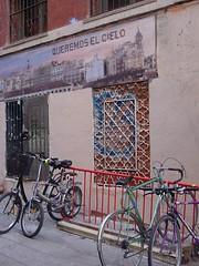 """aparcamiento bicicletas: """"queremos el cielo"""""""