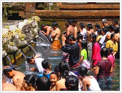 Bali - Sacred spring waters (Franc Le Blanc .) Tags: bali indonesia spring asia searchthebest praying tradition hindu holywater purification agama anawesomeshot