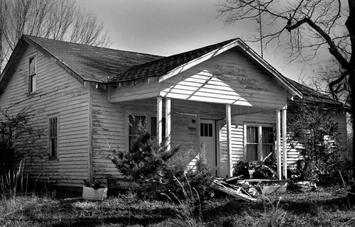 Abandoned House in West Tennessee - bw400cn
