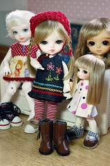 The mini gang gets new shoes! (Lola  Atelier Momoni +) Tags: doll bisou bjd dollfie lumi fairyland bonbon ai lami haewon customhouse puki latidoll lati latiyellow ateliermomoni pukipuki pukisugar bisouai latiyellowlimitedtan