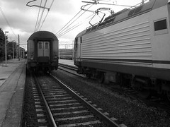 IC 517 Carignano + R 2340 (train_spotting) Tags: grosseto maremma stazione z1 intercity regionale mdvc mdve ic trenitalia tirrenica e464 traxx160dpc bombardier