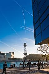 Maremagnum skylines (Santcer) Tags: barcelona españa spain bcn canon5d catalunya avión humo cataluña maremagnum barna teleferico polarizador estelas santcer canon2870mmf28usm sortidazz