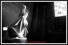 quiet please (gobayode photography...times) Tags: light bw window statue architecture female canon reading cityhall library corridor naturallight arches books balckandwhite townhall boxes bookshelves 2008 brickwork manchestercentrallibrary reference digitalphotography manchesteruk blackandwhitephotography brickpatterns manchestertownhall manchesterengland femalefigure cityofmanchester manchestercitycouncil femalestatue manchestercityhall boxstand canon40d gobayode canonimages gobayodephotography peachofashot referencin archedway