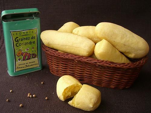 Panini allo zafferano e semi di coriandolo
