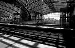 Berlin Hauptbahnhof (JohannesMayr) Tags: shadow station train tracks eisenbahn railway zug bahnhof schatten gleise