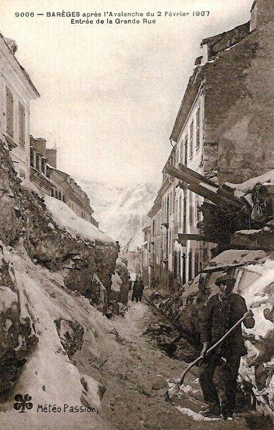 Grand Rue de Barèges après l'avalanche du 2 février 1907