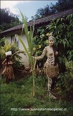 Miriam Pakarati Gula, preparada para participar en la actividad de la Tapati Rapa Núi, dia miércoles 20 de febrero 2002.