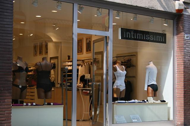 Alina's Secrets - Lingerie brand - Intimissimi :.