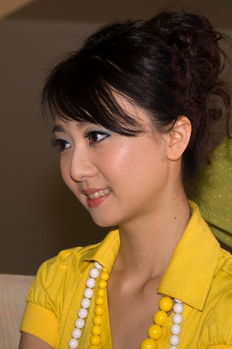 Sweet Chinese Girls Face : In Yellow Dress