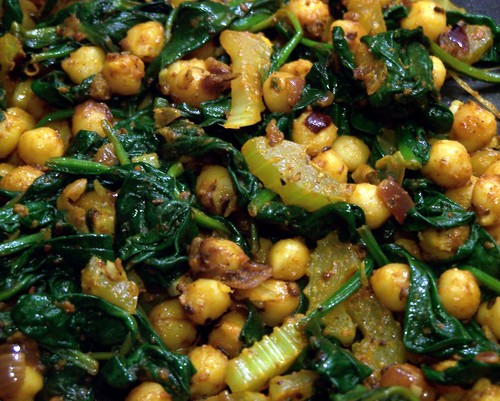 Spiced Chickpeas with Spinach - Eat Like a Girl