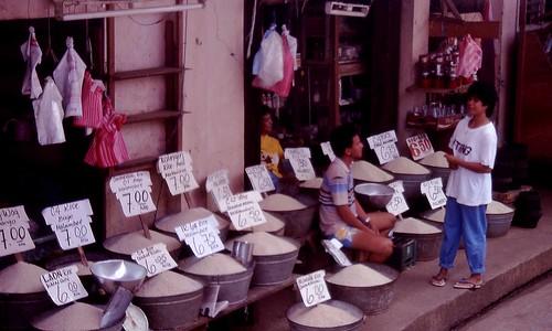 Philippinen  菲律宾  菲律賓  필리핀(공화국) Pinoy Filipino Pilipino Buhay  people pictures photos life market,  Philippines, price, rice, rural, sidewalk, vendor Puerto Princesa Palawan