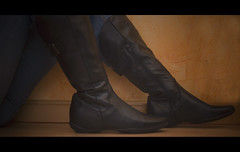 These boots are made for walkin (_Zahira_) Tags: black me leather lafotodelasemana boots olympus nd botas ngr e500 zahira uro ltytr1