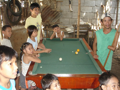 Philippinen  菲律宾  菲律賓  필리핀(공화국) Pinoy Filipino Pilipino Buhay  people pictures photos life  Philippines, children, man, rural, scene billiard pool