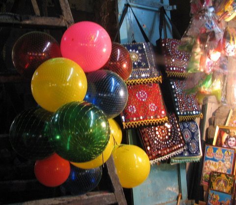 shops in Ayiram kAl mandapam madurai temple 260308