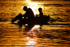 TeaCh me how 2 (Banafsaj_Q8 .. Free Photographer) Tags: sunset sea people beach club photography kuwait بيت bayt lothan معرض الكويت nikond80 الفوتوغرافي للتصوير banafsaj لوذان الهوايات