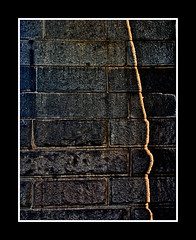 Brooklyn Bridge- Wall with light (Freund Studio) Tags: shadow sunlight newyork wall brooklynbridge danfreundarchitect photobydanfreund2007allrightsreserved 2010danfreund wwwfreundstudiocom freundstudio