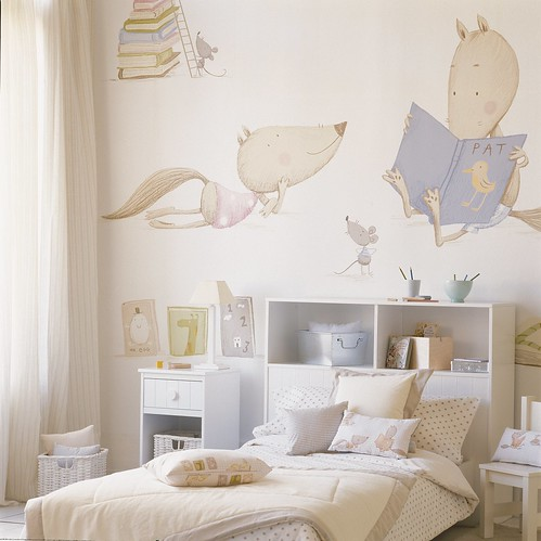 el de la lobita sola es precioso para un dormitorio slo de nia eh