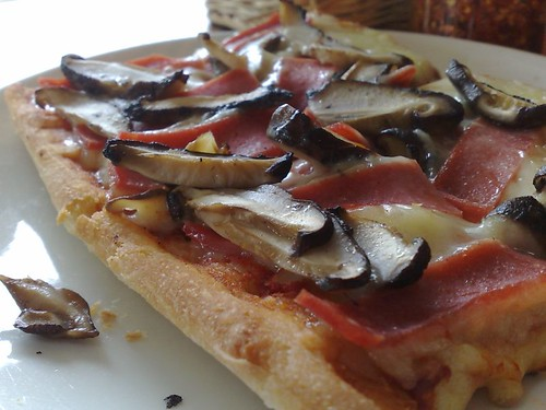 Prosciutto E Funghi Pizza