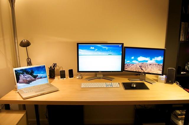 apple office mac ipod desk dell iphone macbookpro hackintosh 2007wfp 2407wfp macbookdesk