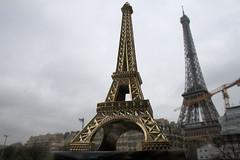 Eiffel Tower(s) ... plural...