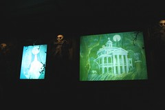 Haunted Mansion Holiday (lossanjose) Tags: disneyland piratesofthecaribbean hauntedmansionholiday sleepingbeautycastle
