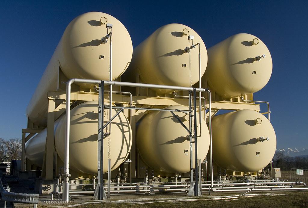 LHC helium tanks