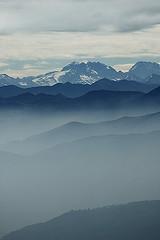 Cordillera Cantbrica (elosoenpersona) Tags: cloud mist snow mountains misty fog spain nikon europa europe d70 nieve peak asturias peaks neblina niebla pea cordillera montaas nevado snowed ubia cantbrica fontanes ayande elosoenpersona ubina mulleiroso
