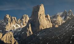 Entrecuetos (jtsoft) Tags: mountains landscape asturias olympus alpenglow picosdeeuropa e510 cabrales urriellu zd50200mm ondón jtsoftorg
