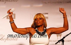 mary j blige showing her muscles