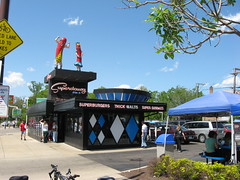 Superdawg drive-in: Store