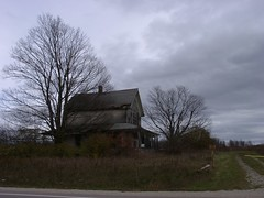 2007 1112 Old Farm House on M-77 4 (lexup) Tags: bridge up st michigan bigmac upperpeninsula mackinac mackinaw ignace germfask