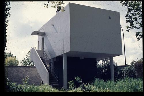 Villa Savoie, gatehouse