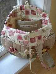 Round Flower Bag - lining par PatchworkPottery